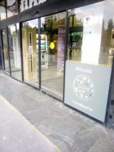 Наклейки на окна с логотипом на стеклопакет магазина