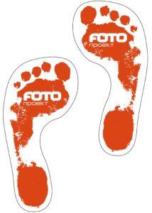 Наклейки следы обуви, человеческие с логотипом