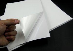 Самоклеющаяся бумага и печать на бумаге самоклейке