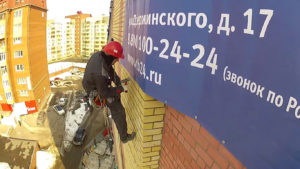 Монтаж баннера установка растяжки на стену